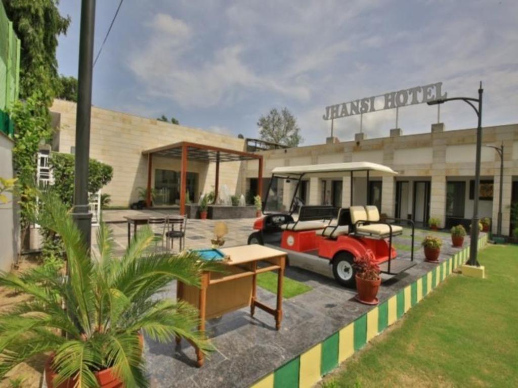 ジャンシー ホテル (Jhansi Hote...
