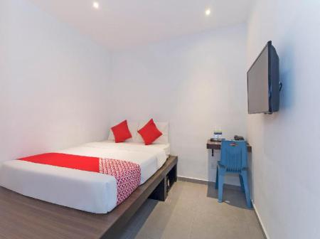 Standard Double Room - Bed OYO 246 Link Inn