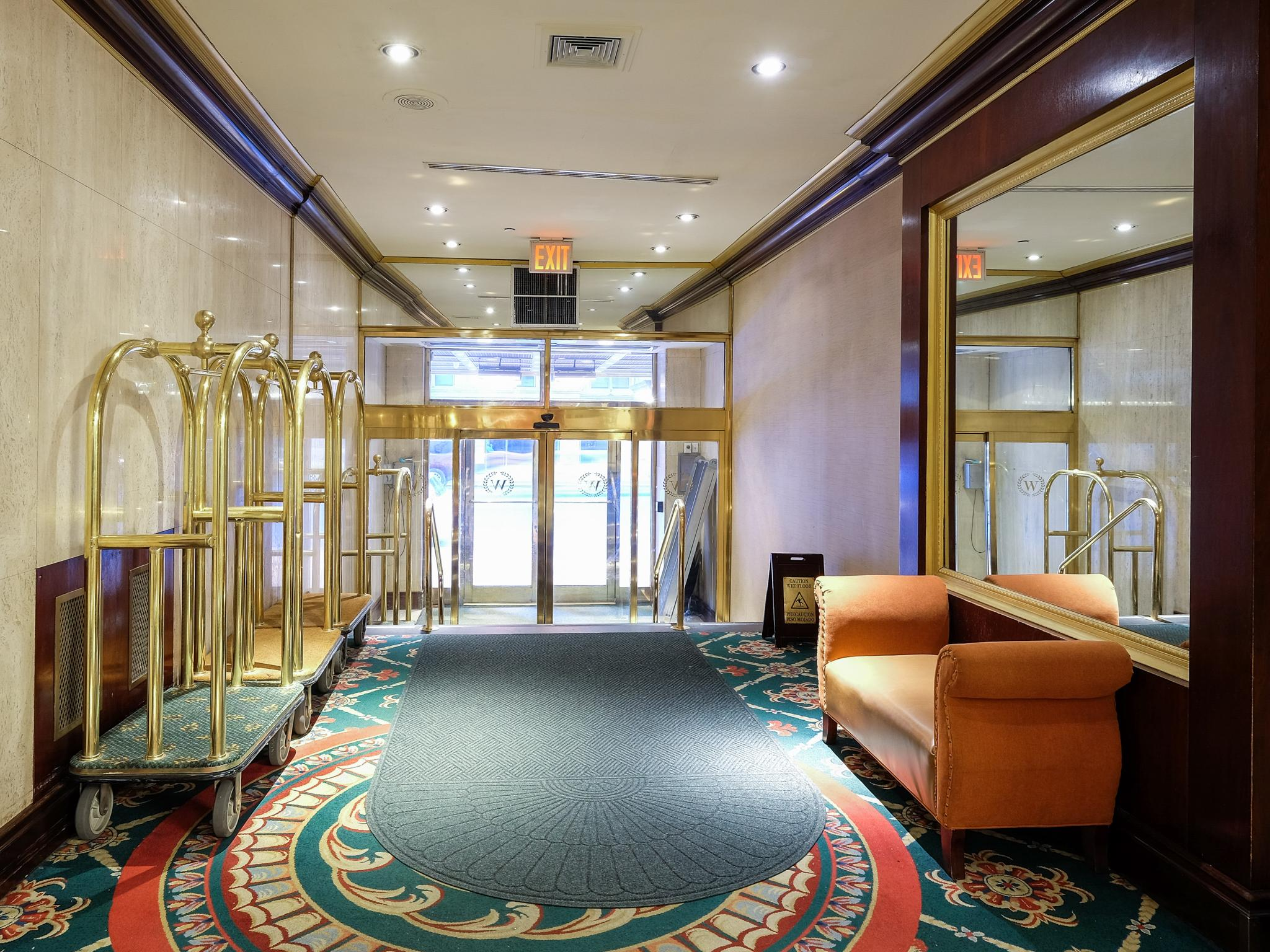 Wellington hotel deluxe double Hotels Com Lobby Wellington Hotel Qt Hotels Resorts Wellington Hotel In New York ny Room Deals Photos Reviews