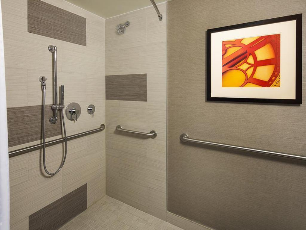 1 Bedroom Hearing Accessible Roll In Shower Non-Smoking Holiday Inn Manhattan Financial District