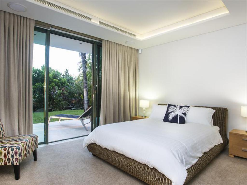 Palm Suite - Bed One Oceanview Luxury Accommodation