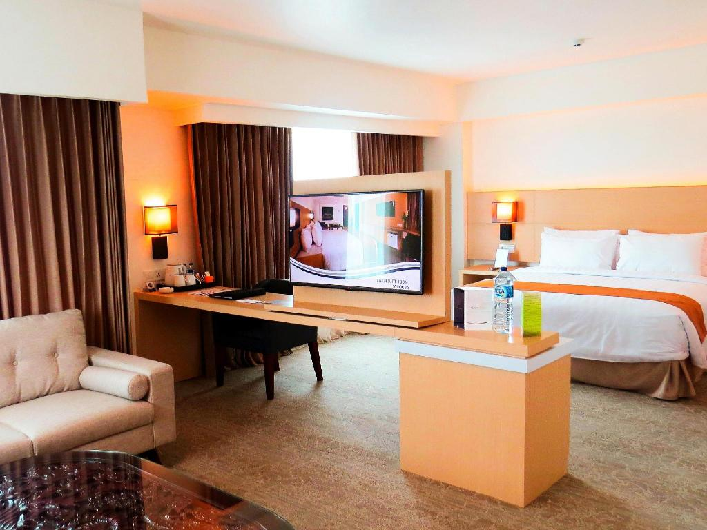 Tampilan interior Aston Semarang Hotel and Convention Center