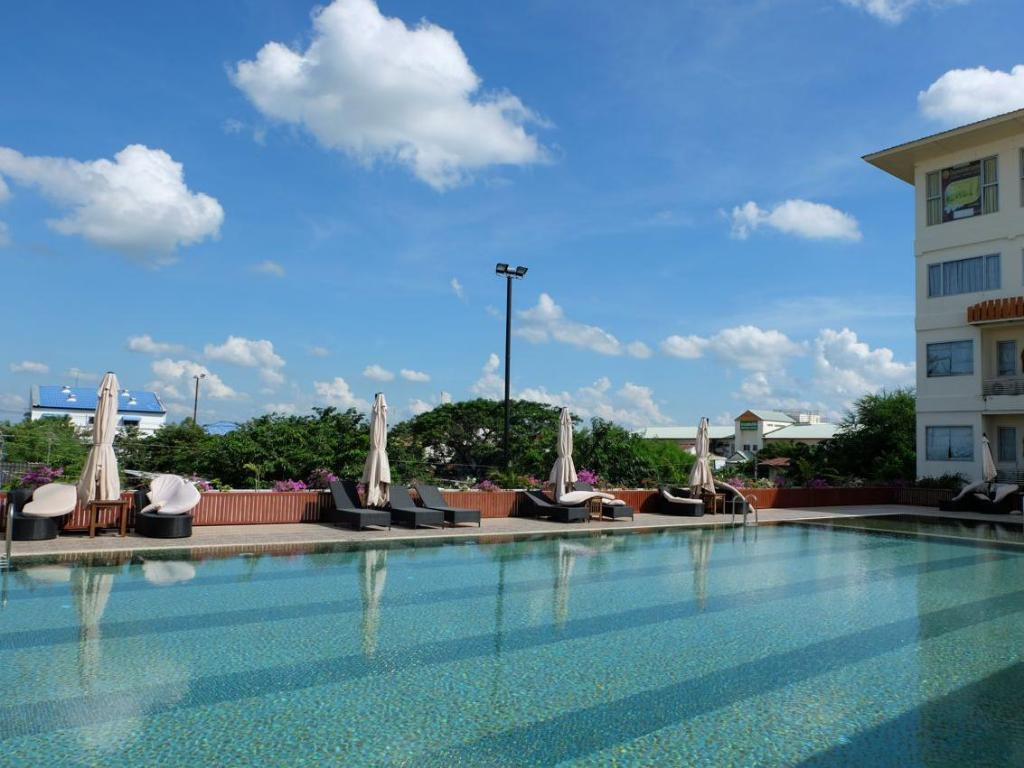 Swimming pool Taksila Grand Hotel