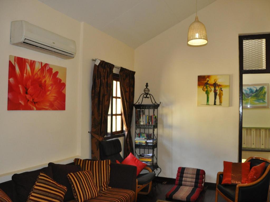 Sarang Interiors Modern Tropical Interior Design By: Sarang Vacation Homes In Kuala Lumpur