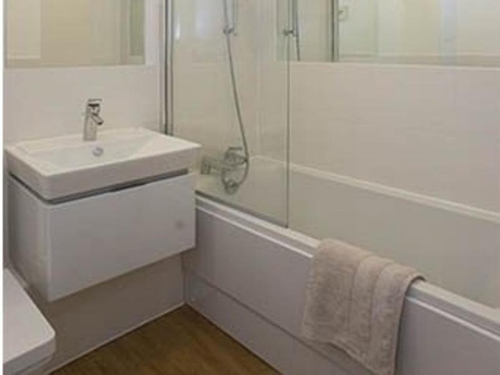 Баня Veeve  - 2 Bed City Apartment - Islington