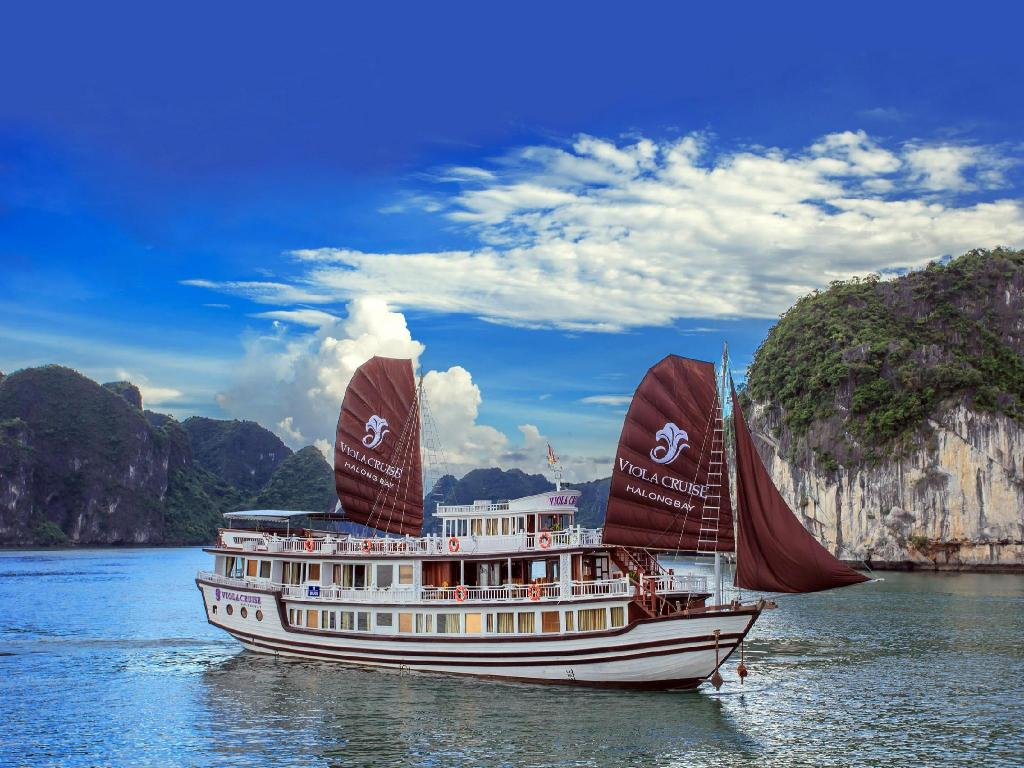 viola cruise halong bay vietnam from 146 save on agoda. Black Bedroom Furniture Sets. Home Design Ideas