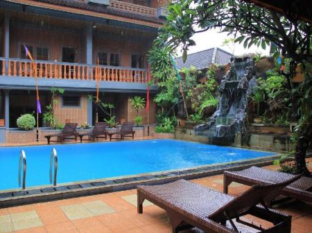 Swimming pool [outdoor] Hotel Sorga Cottages Kuta