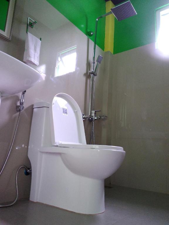 Double Air Conditioning - Bathroom