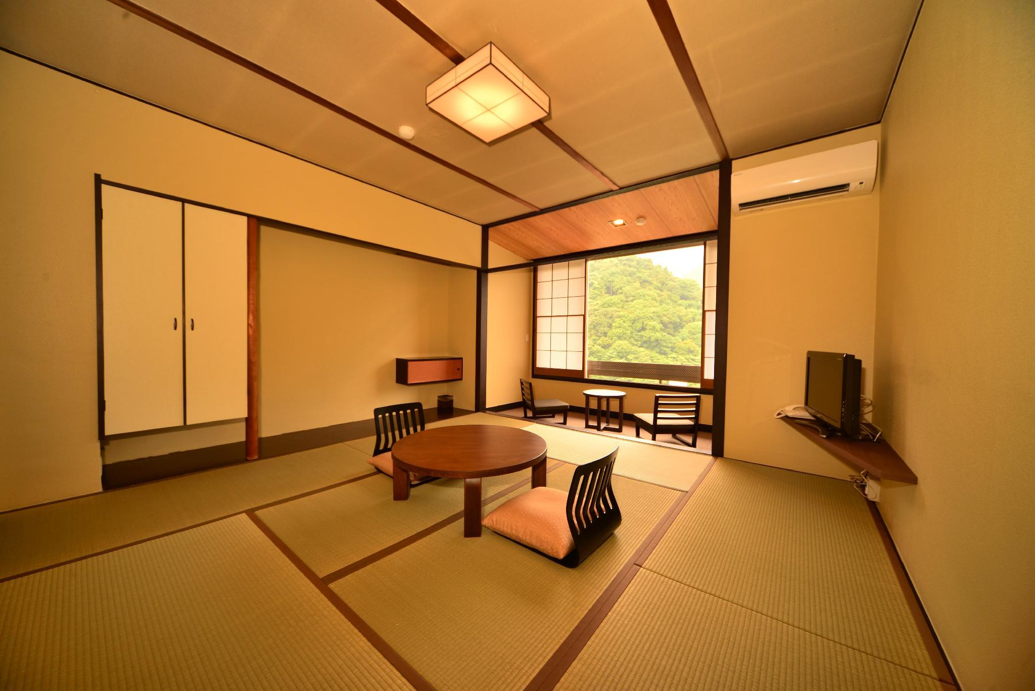 Mountain View Japanese Style Room