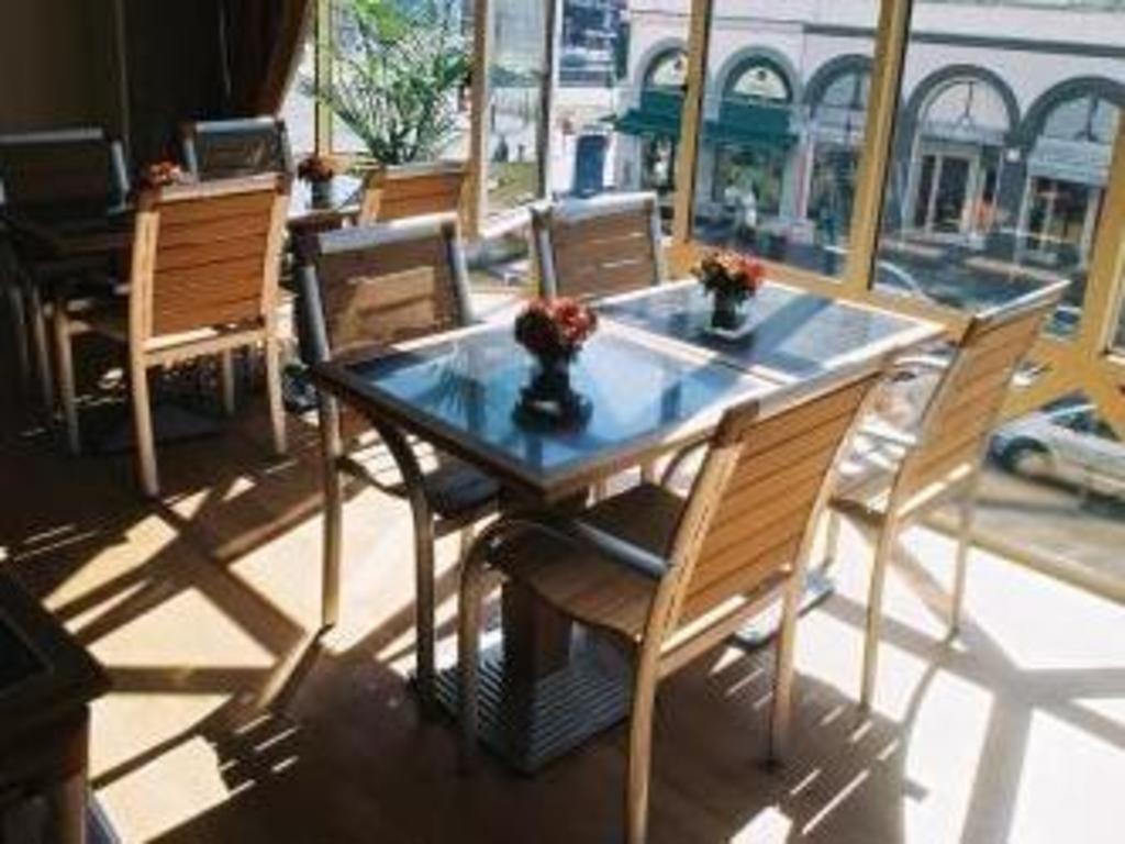 Hotel chambord in brussels room deals photos reviews - Cash converter porte de namur ...