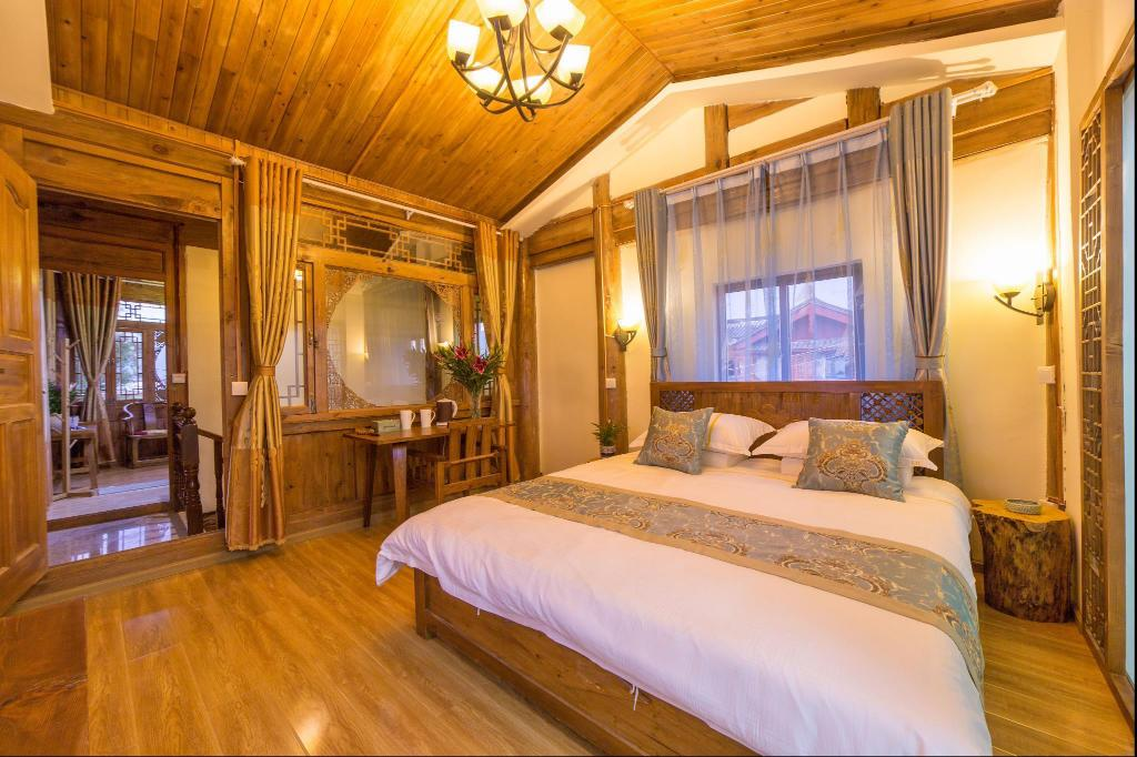 Comfort Queen Room - View Lijiang Lake House