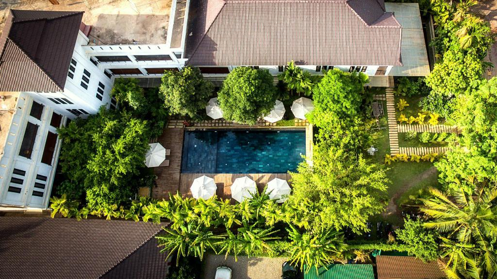 Swimming pool [outdoor] La Residence Blanc D' Angkor