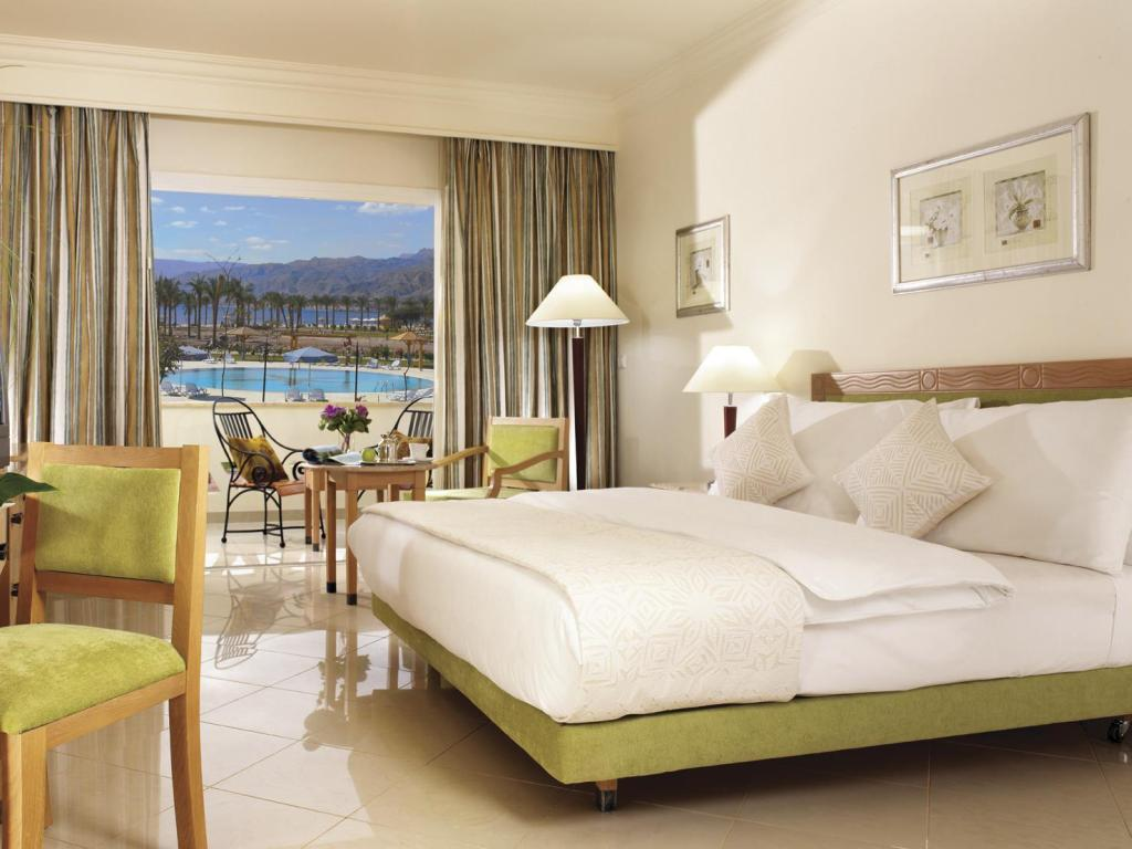 Superior River View - Bed Movenpick Resort Taba