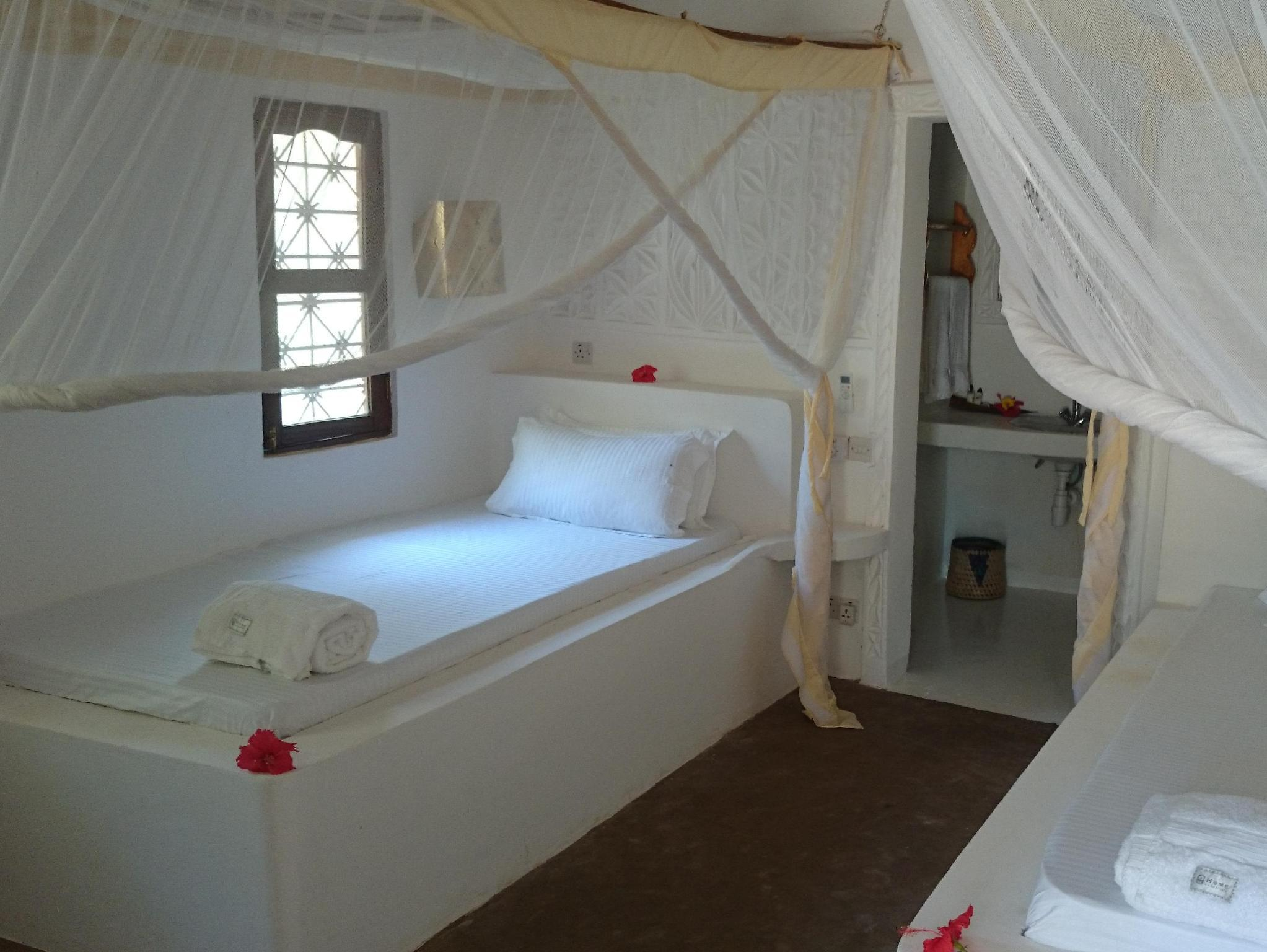 غرفة نوم توين (Twin Bedroom)