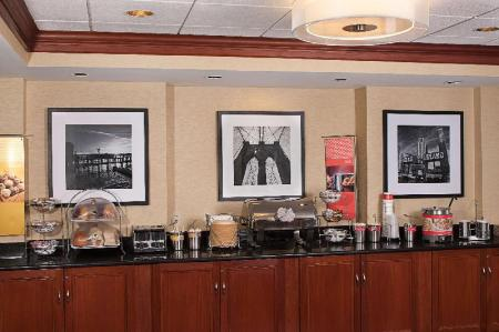 Coffee Shop/Cafenea Hampton Inn Long Island / Islandia