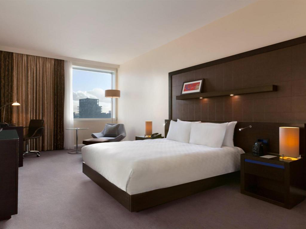 hilton london canary wharf hotel in united kingdom room. Black Bedroom Furniture Sets. Home Design Ideas