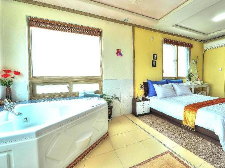 Deluxe Room with Whirlpool Pension Star