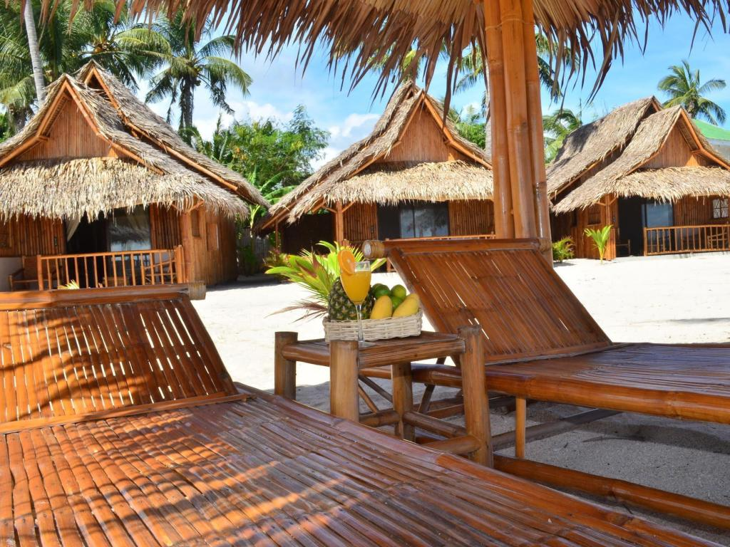 منتجع أميهان بيتش كاباناز (Amihan Beach Cabanas Resort)
