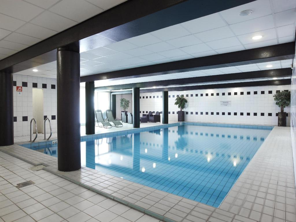 Swimming pool Nh Best Hotel