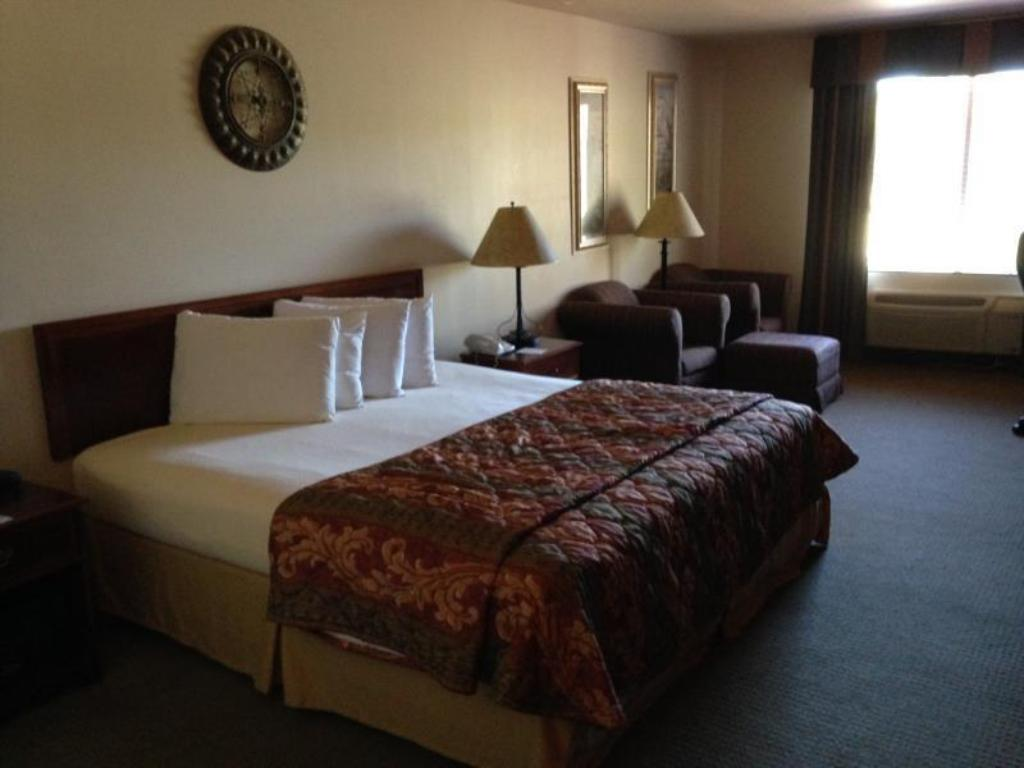 1 King Bed Nonsmoking Magnuson Hotel Wildwood Inn Crawfordville