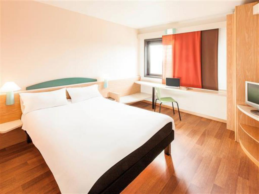 Standard Room with 1 double bed Ibis Roma Fiera