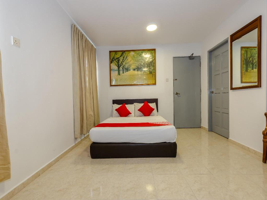 Oyo 1090 Hollitel Hotel Melaka In Malacca Room Deals