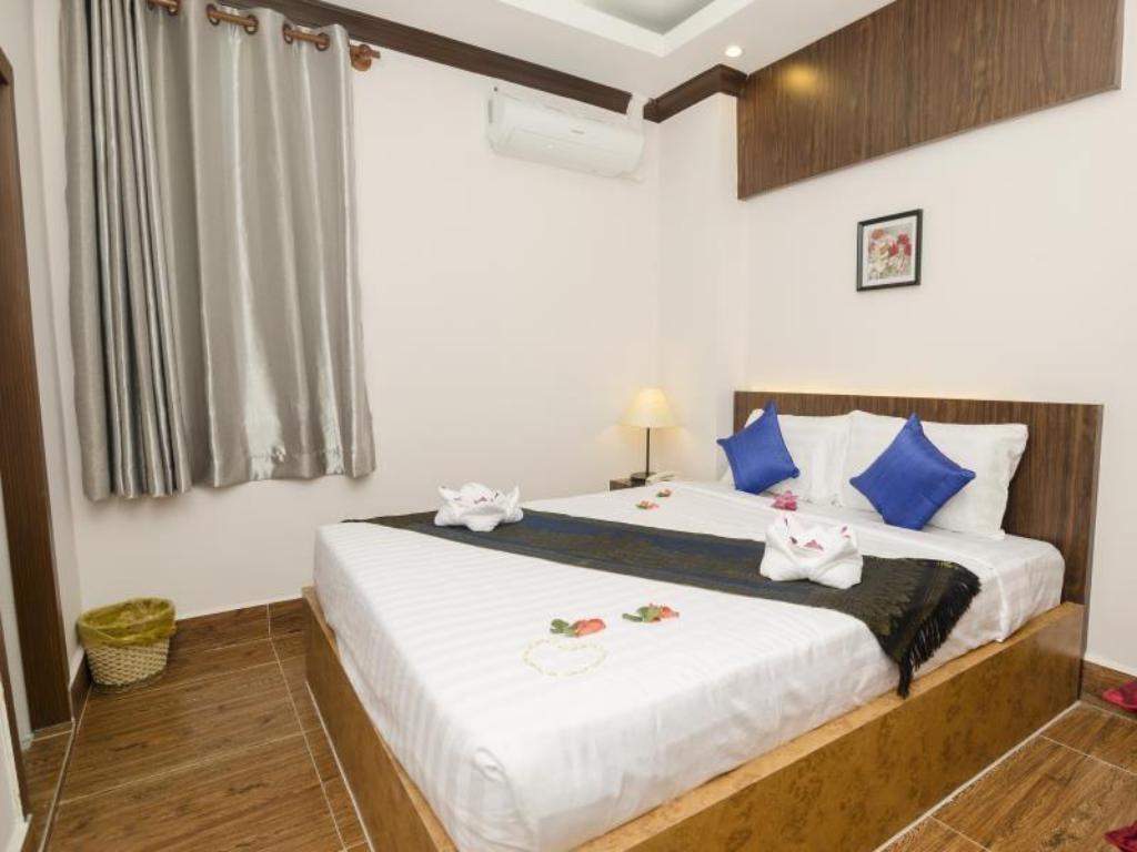 Superior Double Room Grand Waterfront Hotel