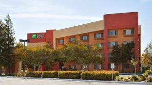 Holiday Inn Express Hotel Union City