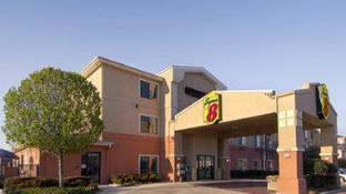Super 8 By Wyndham Fort Worth North