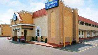 Days Inn & Suites by Wyndham Terre Haute