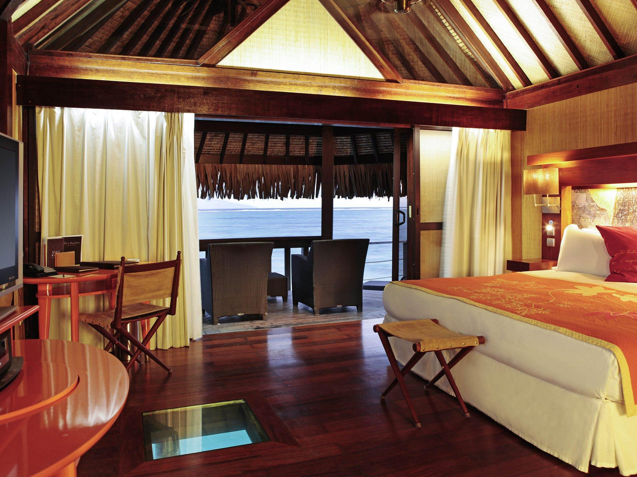 Superior Horizon Overwater Bungalow 1 King Bed