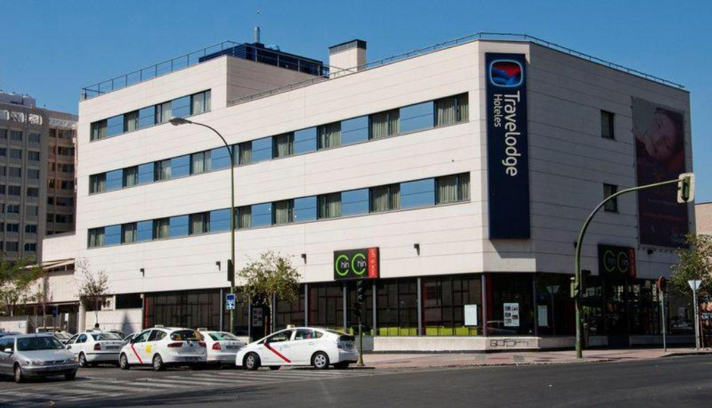 Hotel Travelodge Torrelaguna Pet Friendly In Madrid Room Deals Photos Reviews