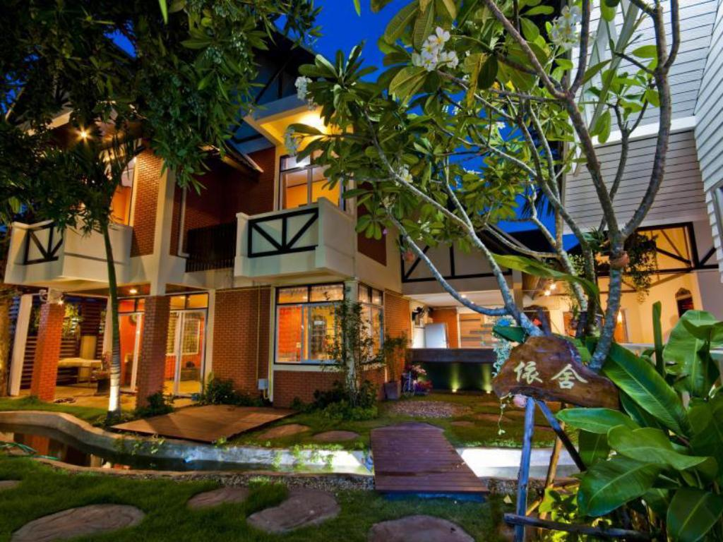Udvendig You And Me Guesthouse And Spa Chiang Mai