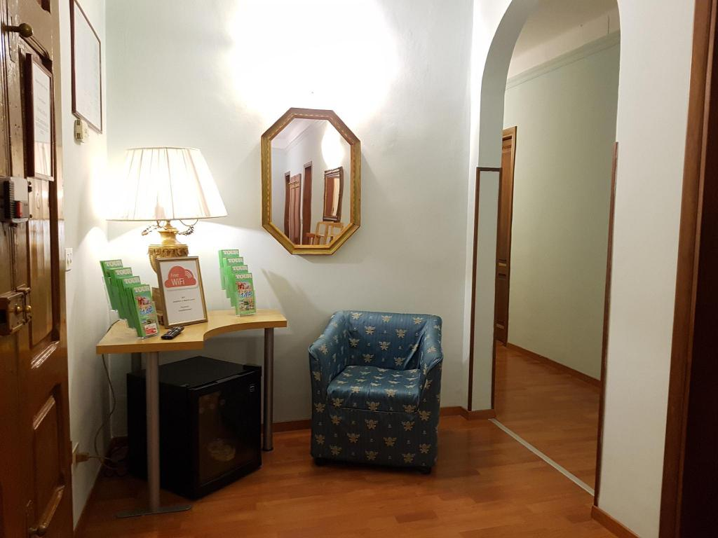 Archi In Casa Moderna soggiorno madrid guesthouse/bed and breakfast (florence