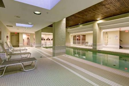 Swimming pool Doubletree by Hilton Toronto Downtown