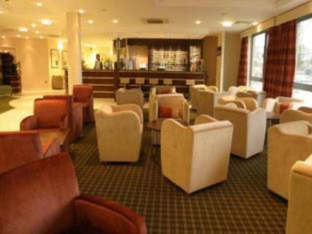 Лоби Holiday Inn Express Dunfermline