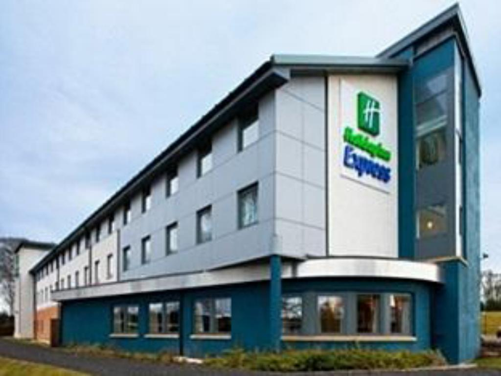 Фасада на хотела Holiday Inn Express Dunfermline