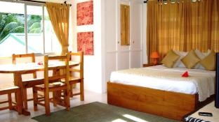 La Gayole Self-Catering Studio Apartments