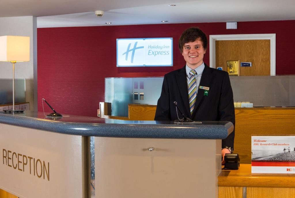 לובי Holiday Inn Express Inverness