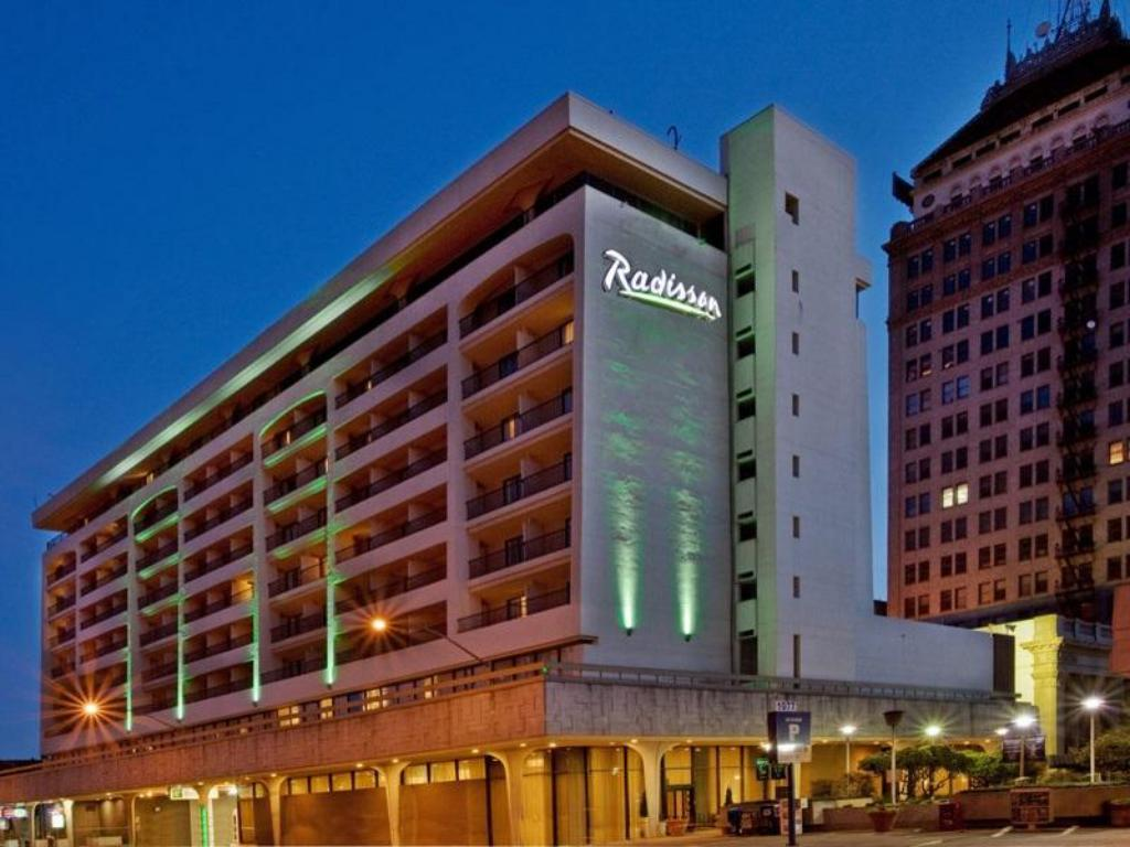 More About Radisson Hotel Fresno Conference Center