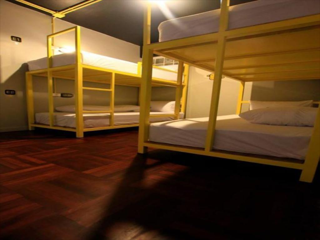 Mixed Dormitory - 10 Bunk Beds - Guestroom Your Hostel