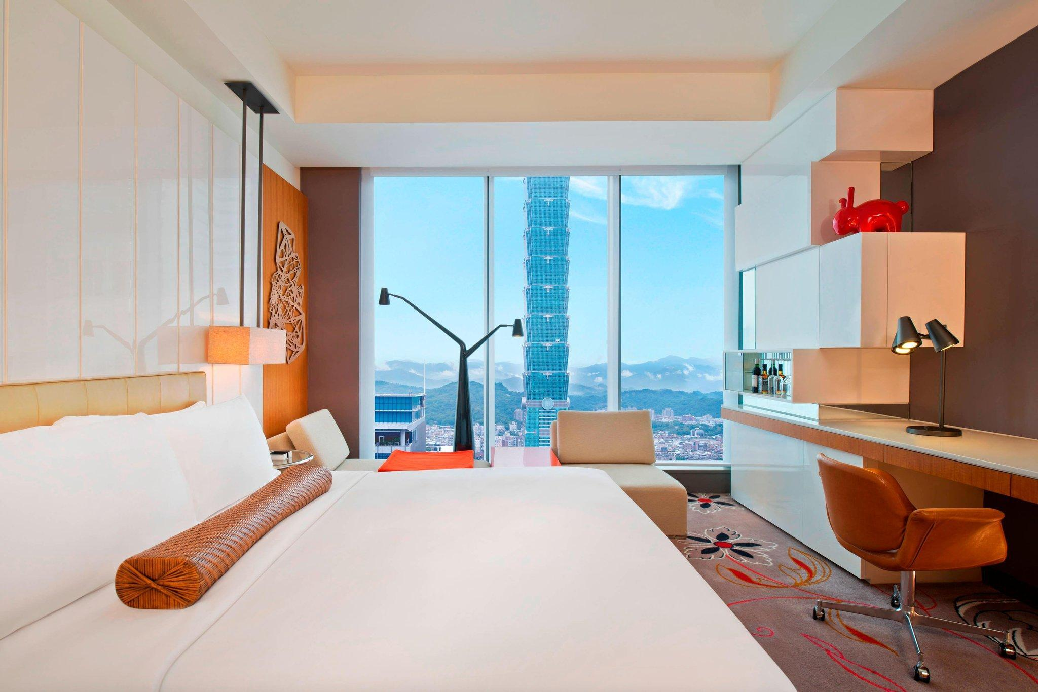 Spectacular Room, Guest room, 1 King, TAIPEI 101 view