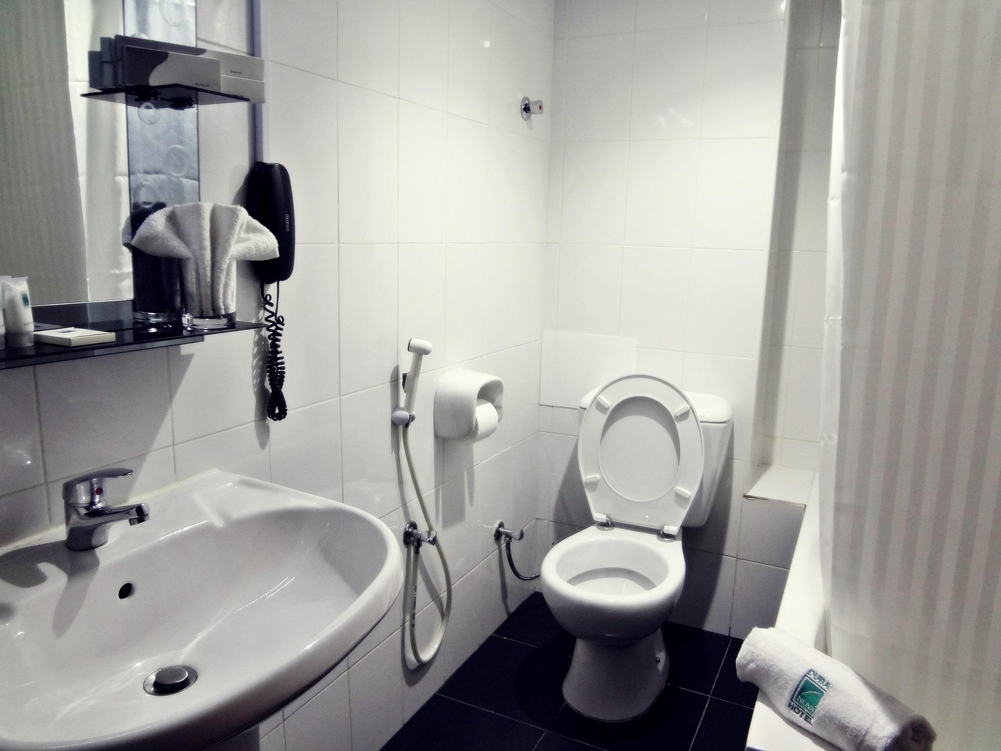 Mens toilet bur dubai bus station