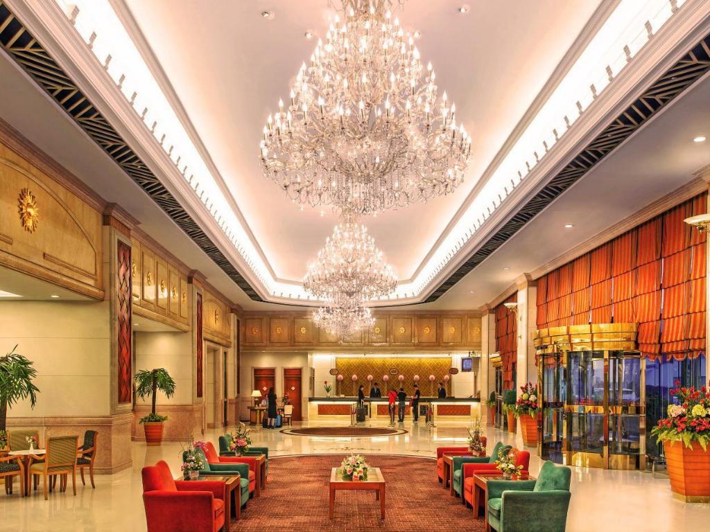 Lobby Golden Crown China Hotel