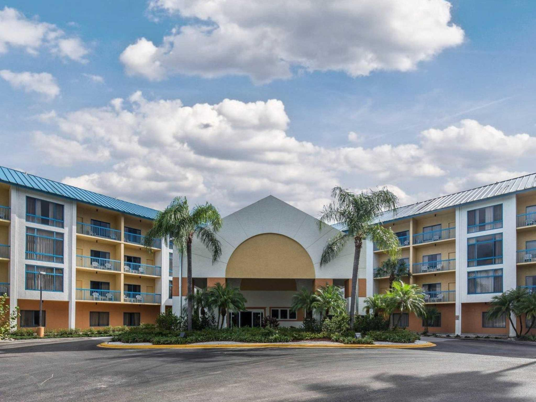 fort inn  u0026 executive suites hotels near cedar hammock golf  u0026 country club naples  fl    best      rh   agoda