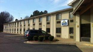 Days Inn & Suites by Wyndham Brinkley