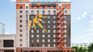 La Quinta Inn & Suites by Wyndham Dallas Downtown
