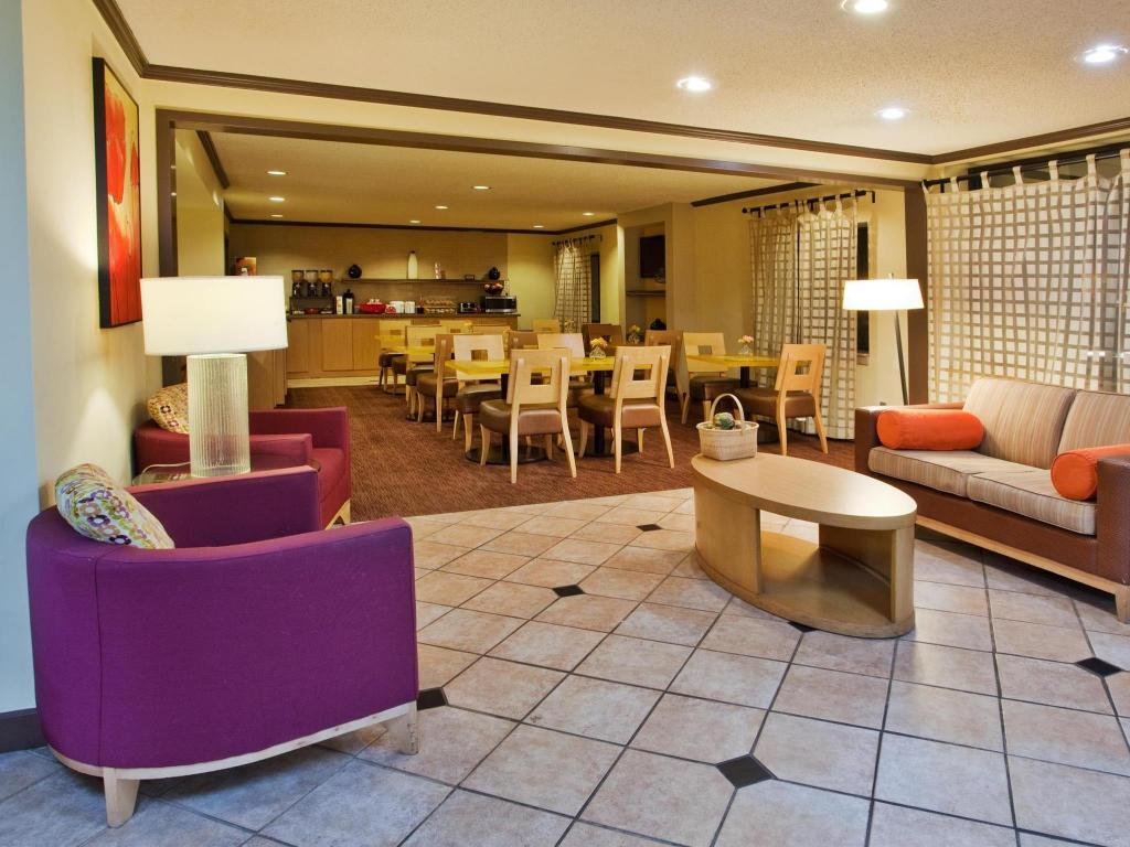 Vista Interior La Quinta Inn & Suites Columbus State University