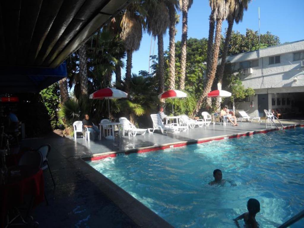 Los angeles adventurer all suite hotel in los angeles ca - Indoor swimming pools in los angeles ca ...