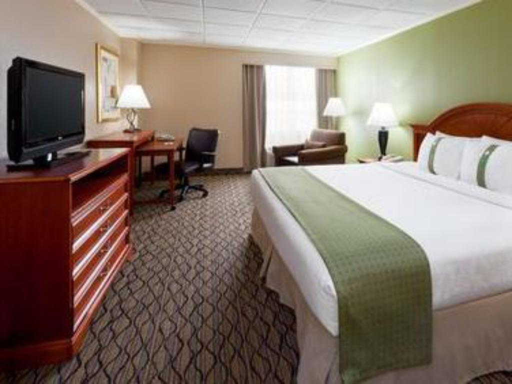 King Hearing Accessible Roll In Shower Non-Smoking - Guestroom Holiday Inn Clark - Newark